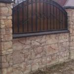 Забор с фактурой камень-валун