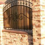 Забор с фактурой скальная гряда