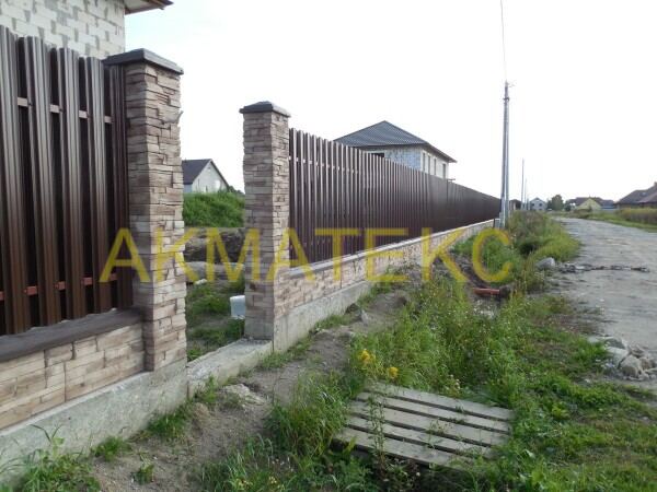 бетонный забор, имитация камня